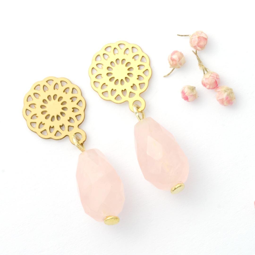 Ohrhänger Rosenquarz mit Blume gold