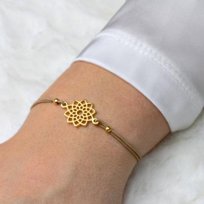 Elastisches Armband mit einem kleinen Mandala