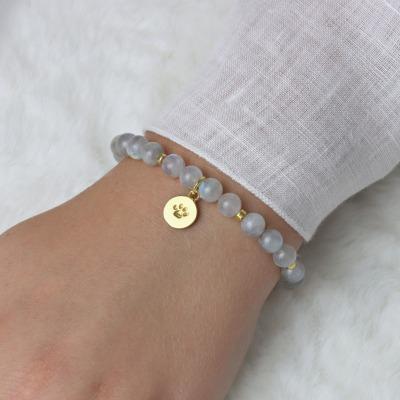 Armband aus grauen Mondsteinen Anhänger Hundepfote