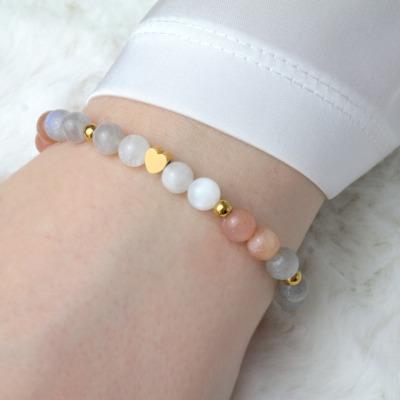 Armband aus Mondstein mit kleinem Herz