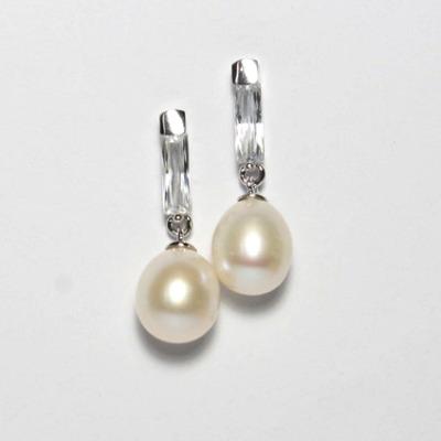 Elegante Ohrhänger mit Süßwasserperlen und Kristall