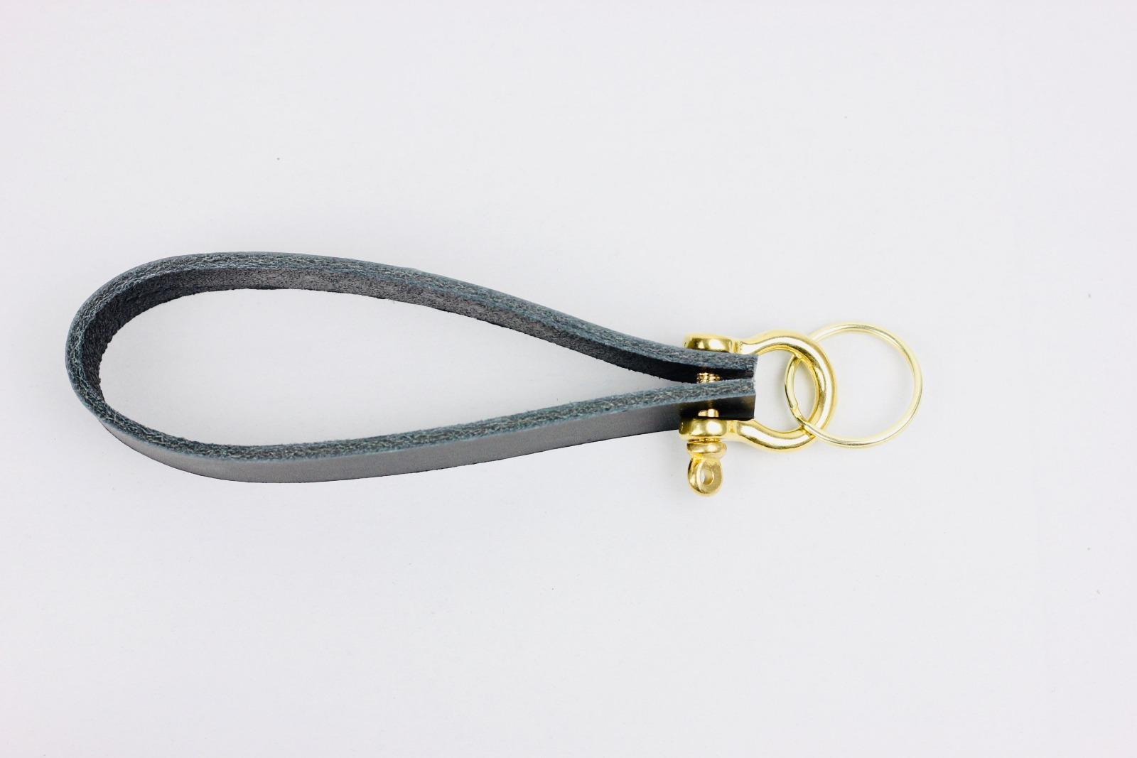 KI: Personalisierterer Schlüsselanhänger in Schwarz 2