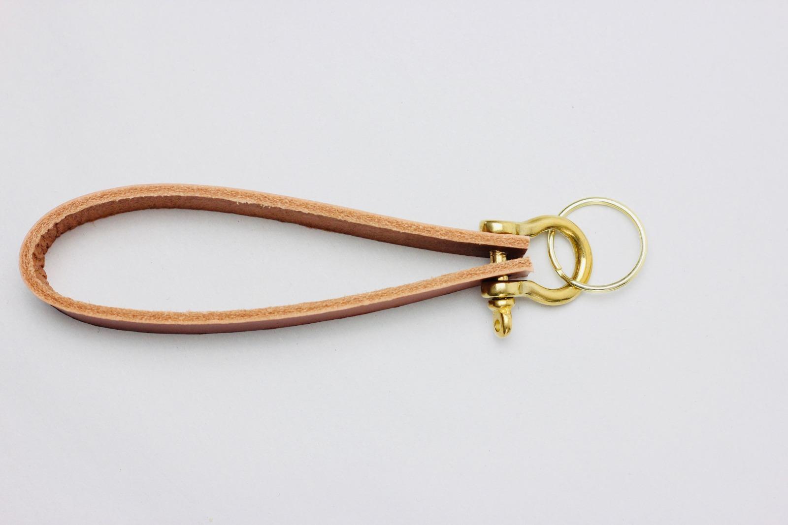 KI: Personalisierterer Schlüsselanhänger in Cognac 2