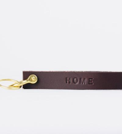 KI: Personalisierterer Schlüsselanhänger in Dunkelbraun