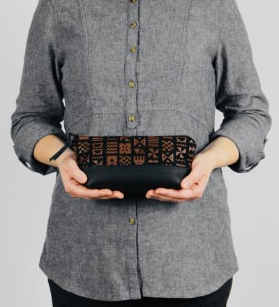 MOKOI: VAMARASI PRINT Handbedrucktes Etui mit