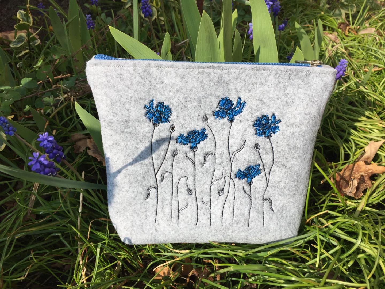 Filztäschchen mit Kornblumen Stickerei 23 x