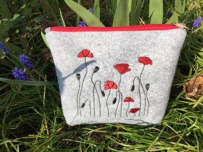 Filztäschchen mit Mohnblumen Stickerei 23 x