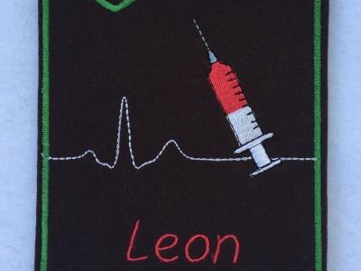 Impfpasshülle bestickt aus Wollfilz mit Namen