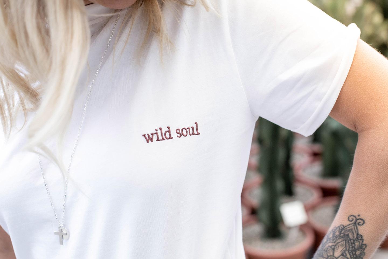 Santander T-Shirt/ T-Shirt mit Stickerei an