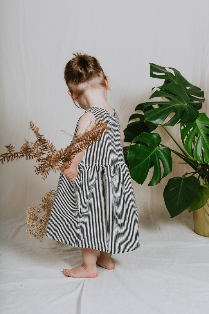 Alicante Dress/ Ärmelloses Kleid mit Knopfleiste