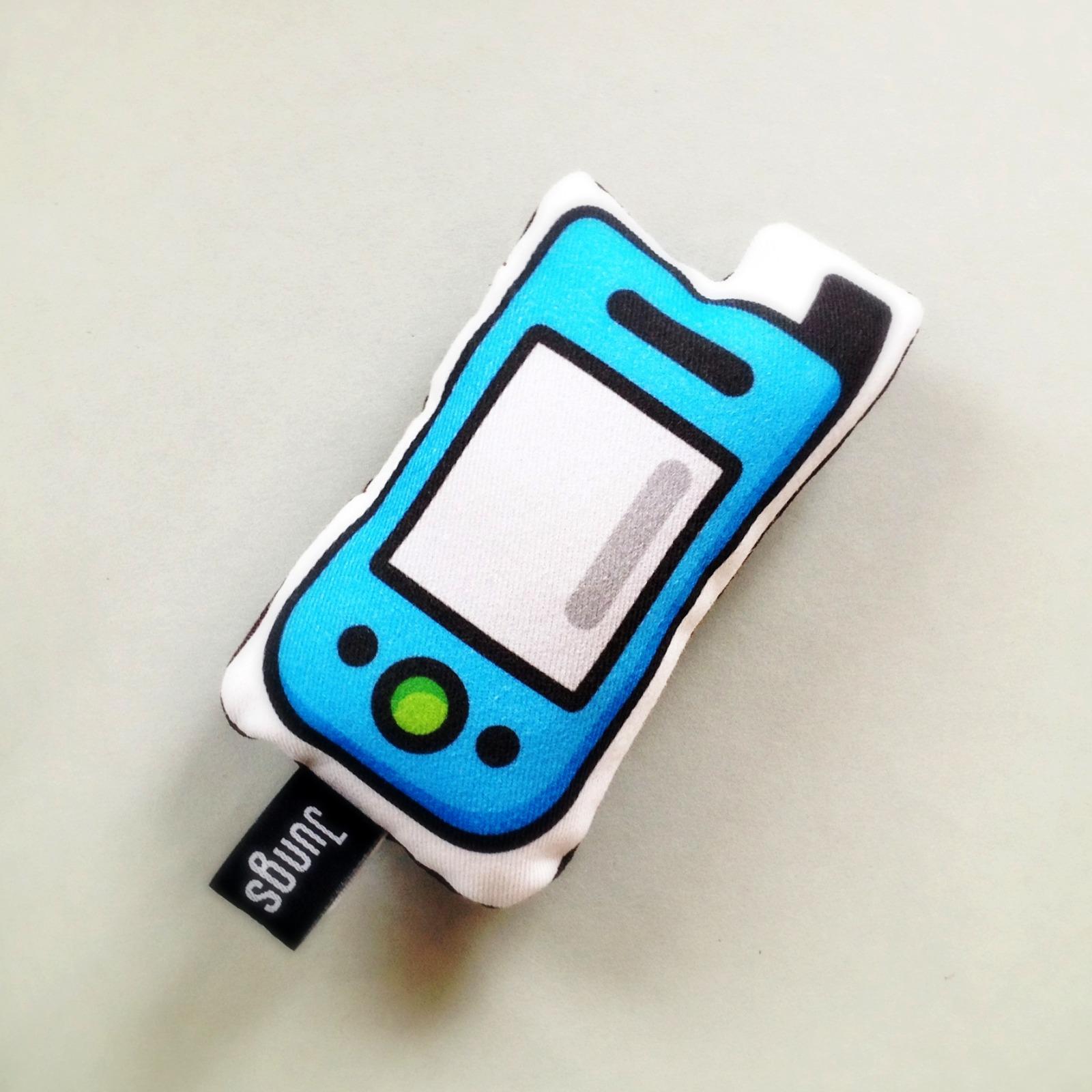 softes Handy mit Quietsche in blau