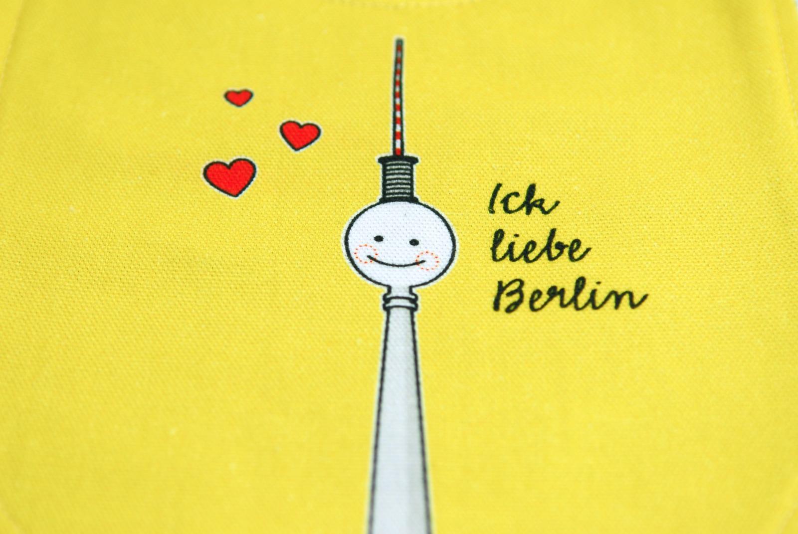 Laetzchen Fernsehturm Berlin Baby gelb