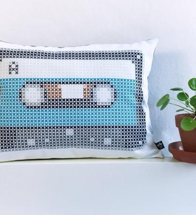 Kassetten Kissen blau Retro Kreuzstich - mit Bezug und Inlay