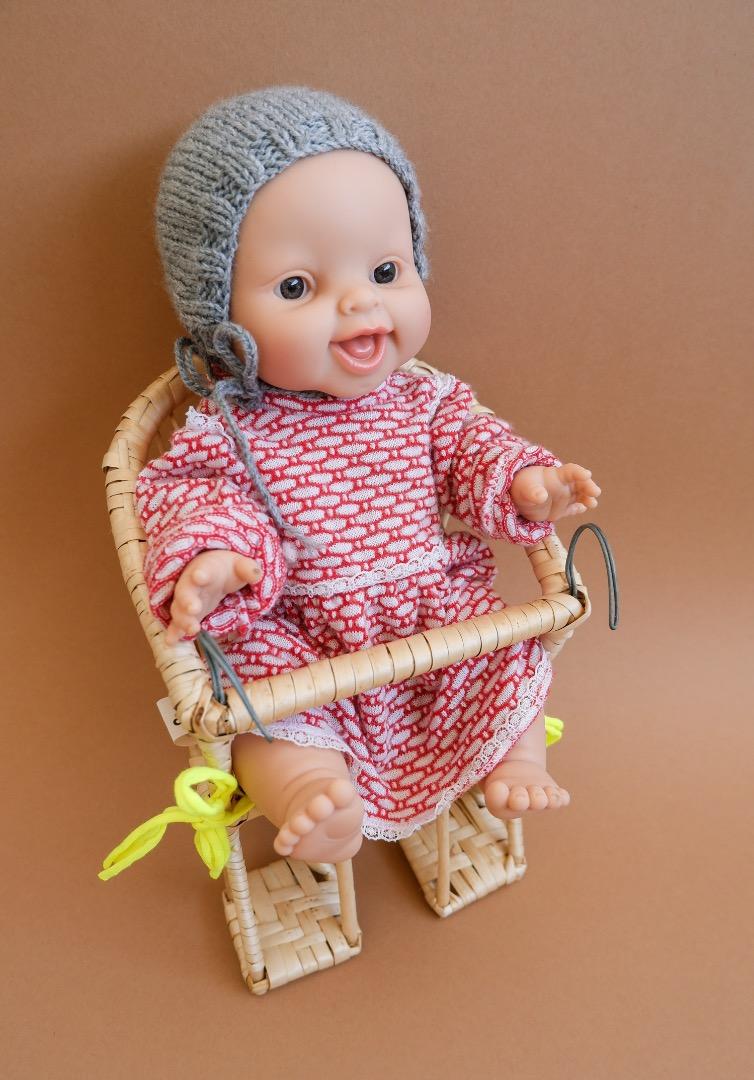 Puppenfahrradkorb aus Weide mit Sitzkissen 2