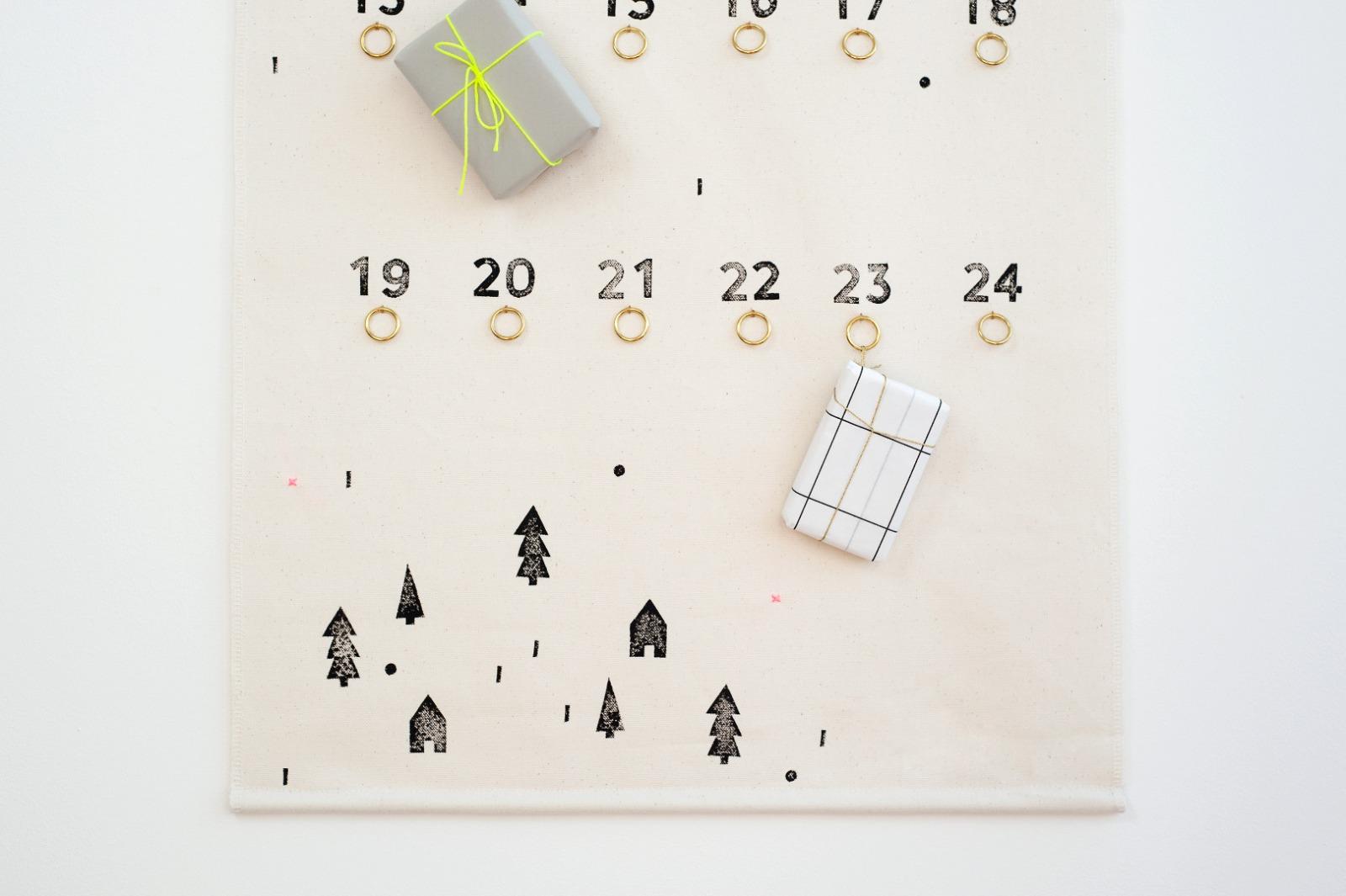 Adventskalender aus Stoff bestempelt Wandbehang