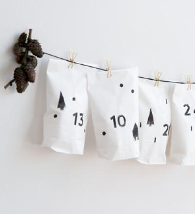 Adventskalender aus Papier bestempelt