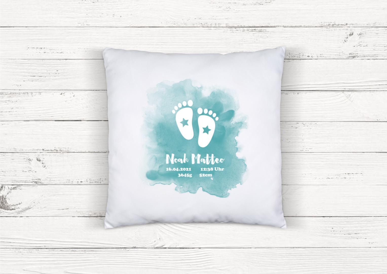 Kissen zur Geburt Babyfüße personalisiert mit