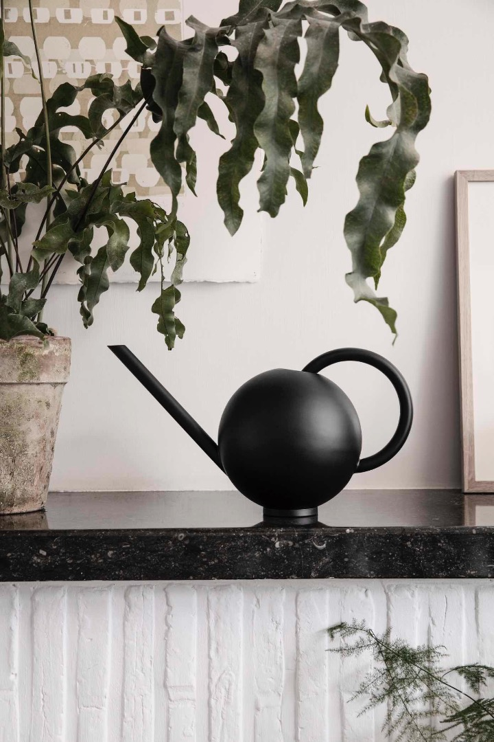 GIESSKANNE ORB WATERING CAN - BLACK von ferm LIVING