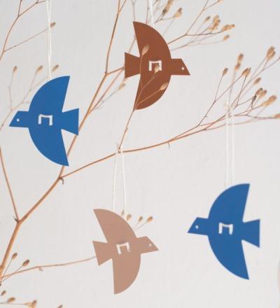 Anhänger Vogel Ein Bogen mit Anhängern