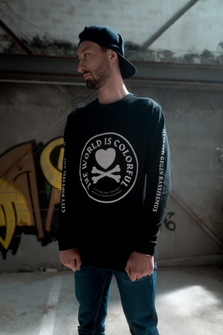 LONGSLEEVE THE WORLD IS COLOURFUL PRE