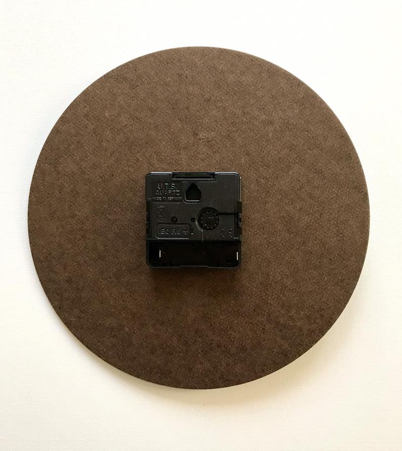 Woll-Küchenuhr Wanduhr Edith Krabellus 21 cm