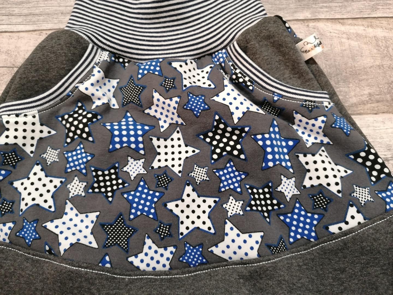 Pumphose mit großer Kängurutasche Sterne blau