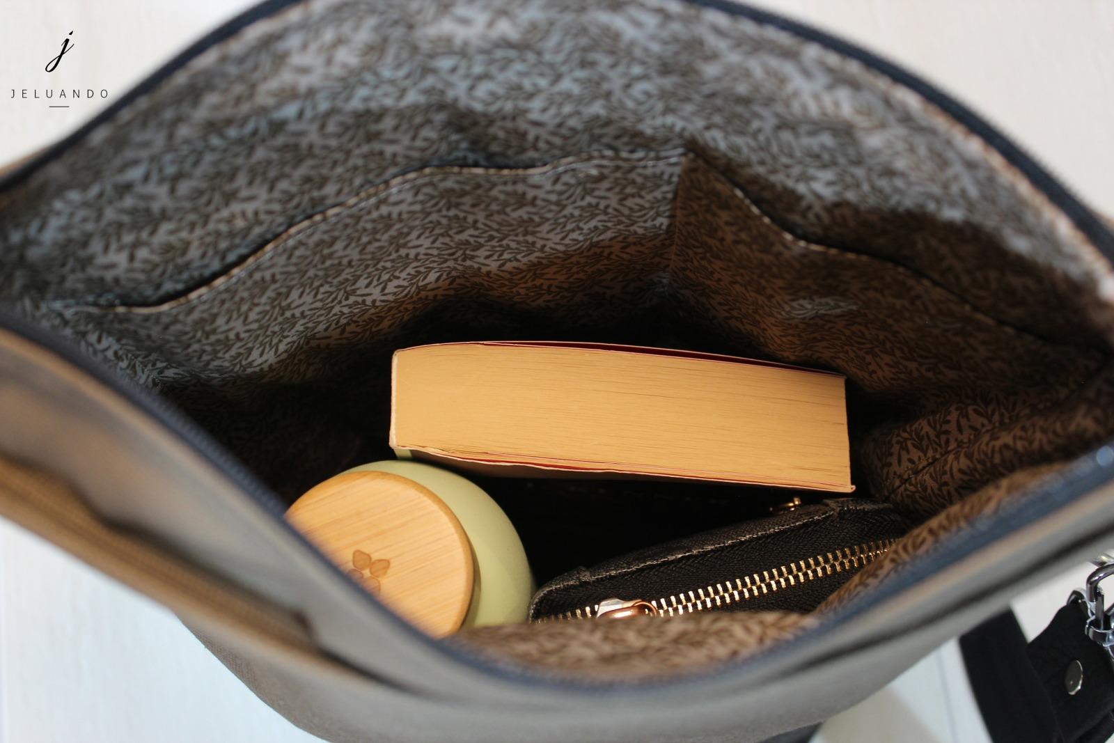 schlichte vegane Handtasche in Taupe 4