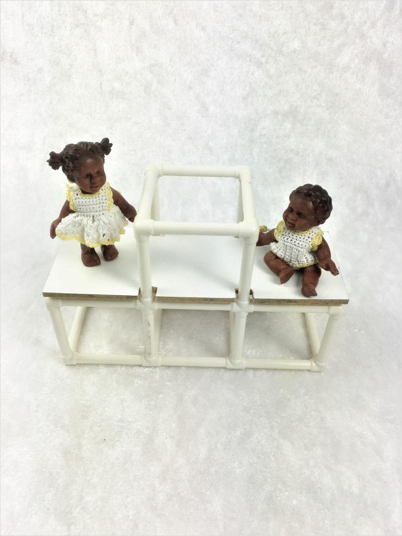 Bekleidete Kinder Mädchen oder Junge in