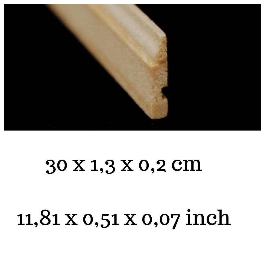 Sockelleiste mit Rille für elektrische Kabel