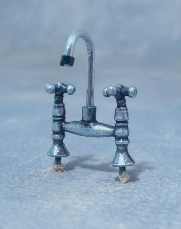 Doppel Wasserhahn Chrom für die Puppenstube