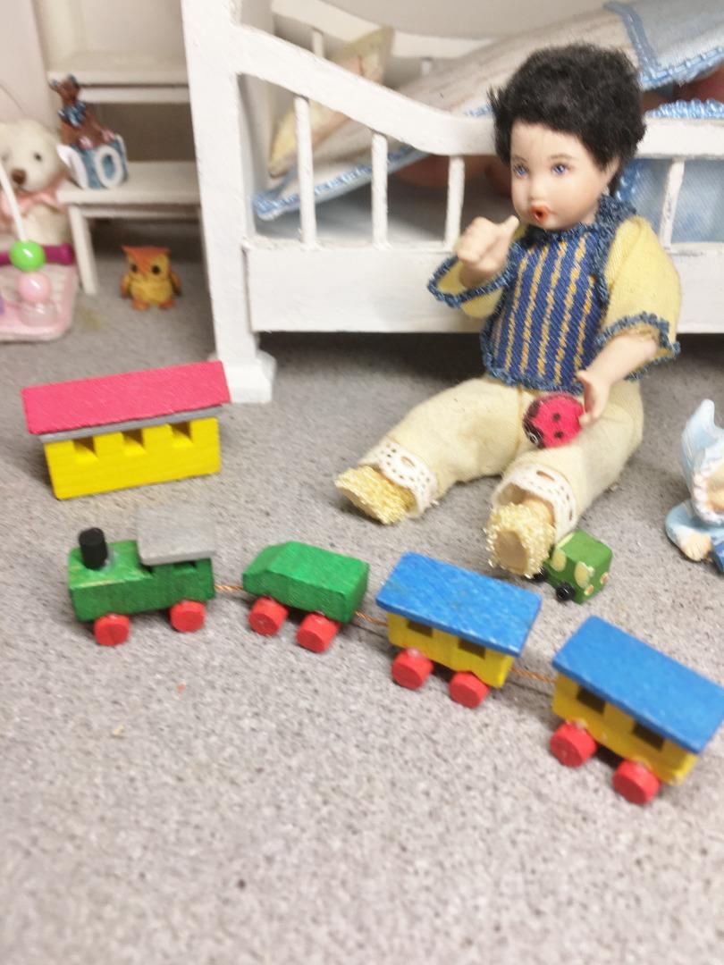 Eisenbahn mit Bahnhof Holzkunst aus dem