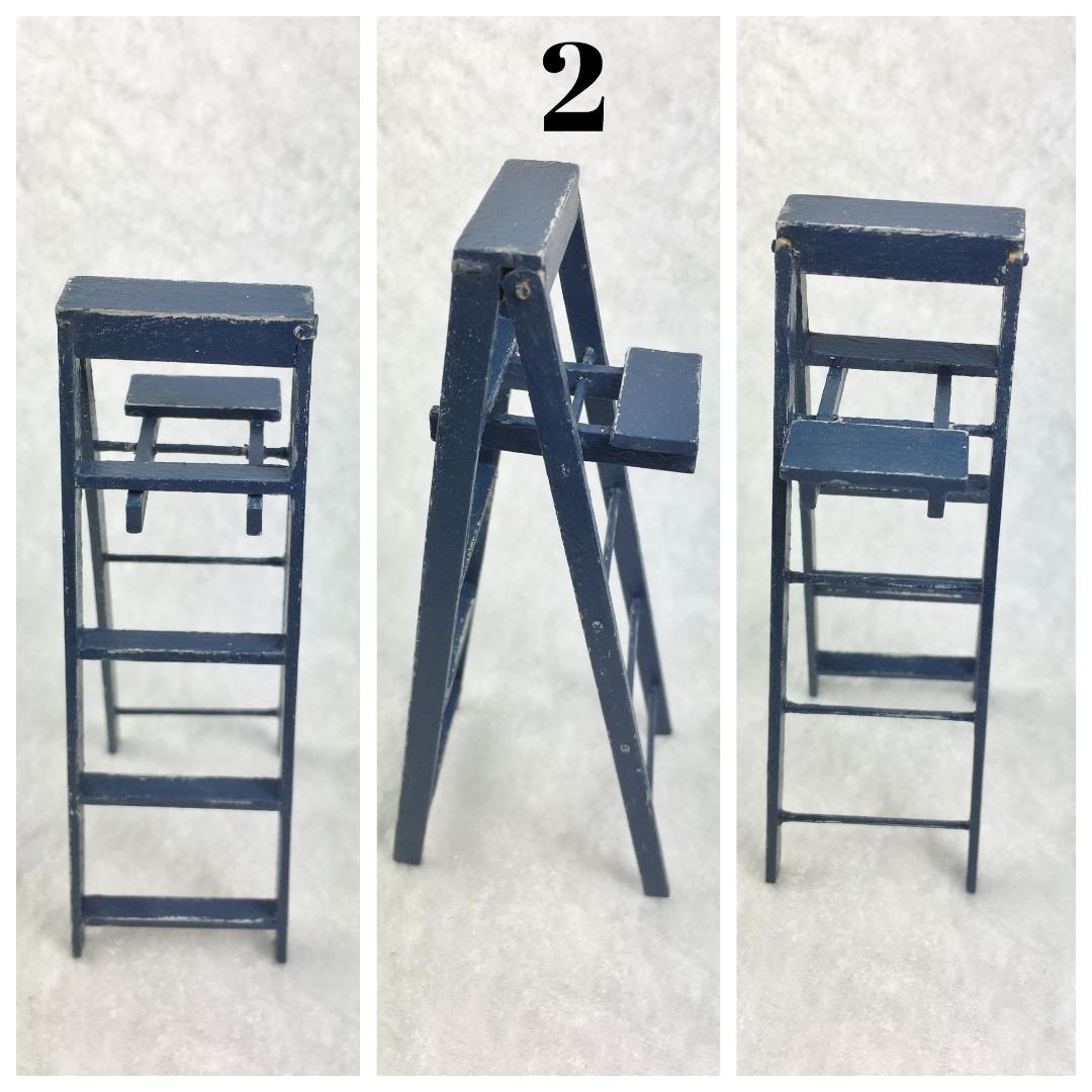 Leiter mit Trittbrett in Miniatur 1zu12