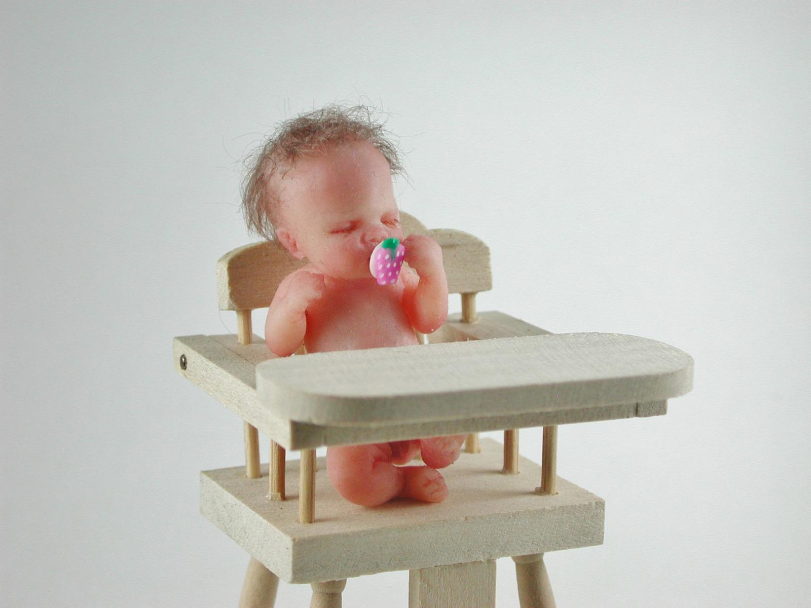 Hochstuhl für Babys 1:12 Miniatur 3