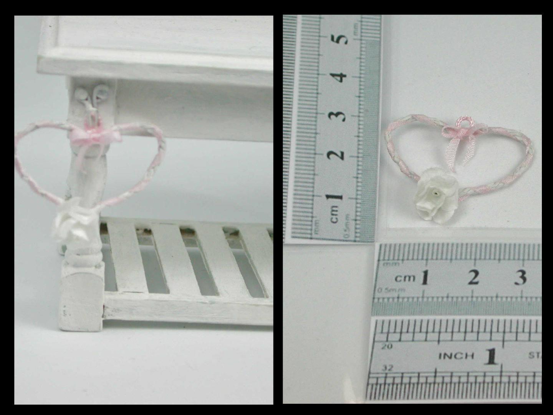 Herz aus Draht mit rosa Seidenband
