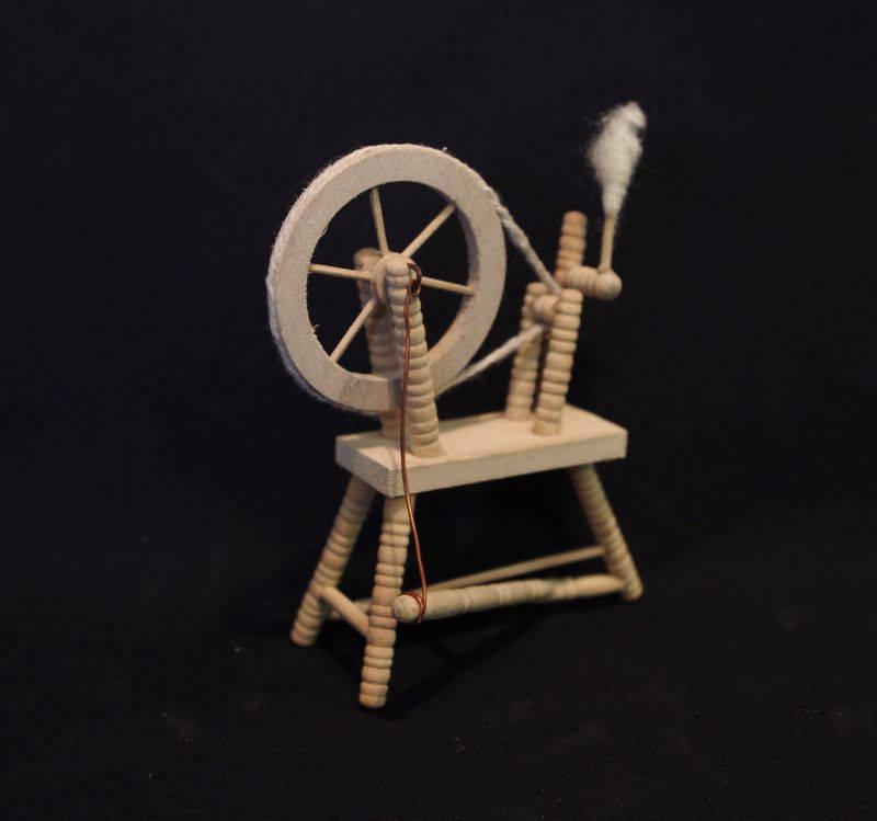 Spinnradl für die Puppenstube 7