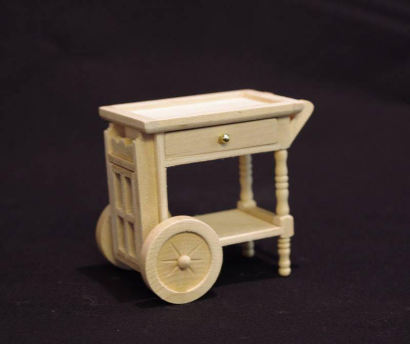 Beistelltisch auf Rädern für die Puppenstube