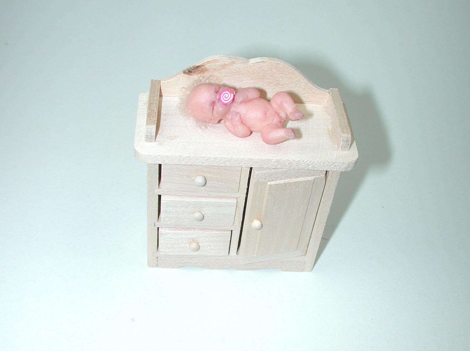 Wickelkommode für die Puppenstube das Puppenhaus