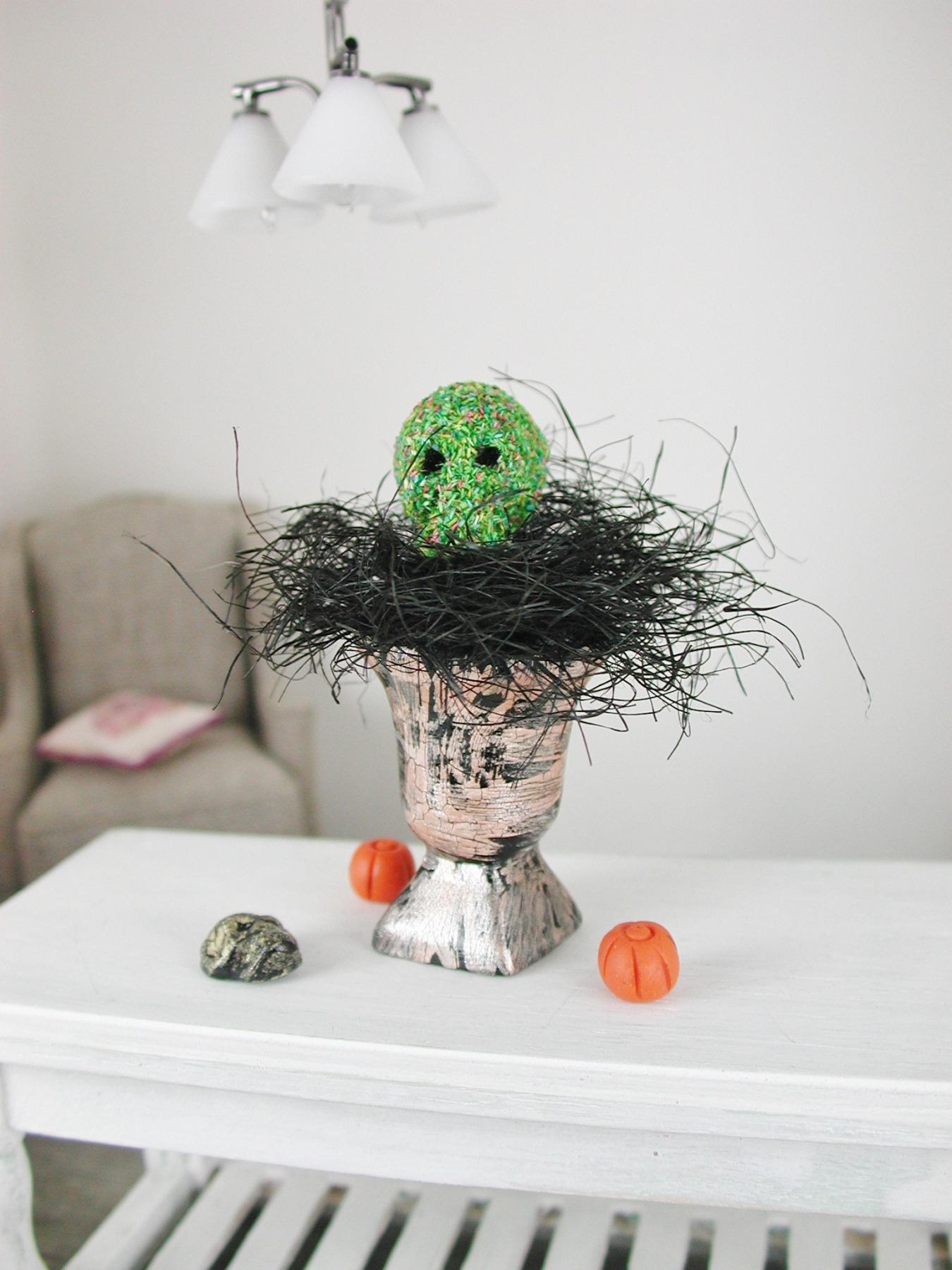 Totenkopf in einer Amphore dekoriert zu