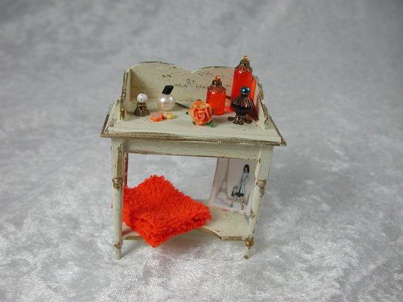 Arbeitstisch für die Puppenstube das Puppenhaus