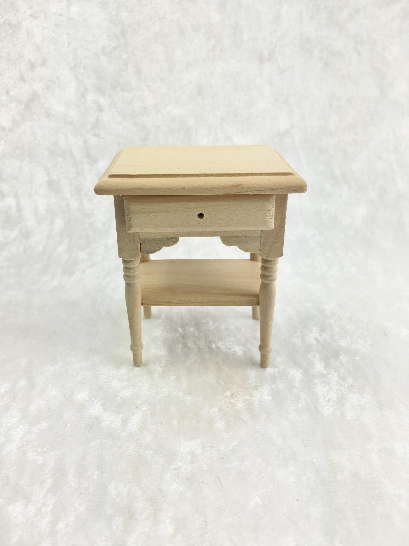Kleiner Tisch Beistelltisch für die Puppenstube