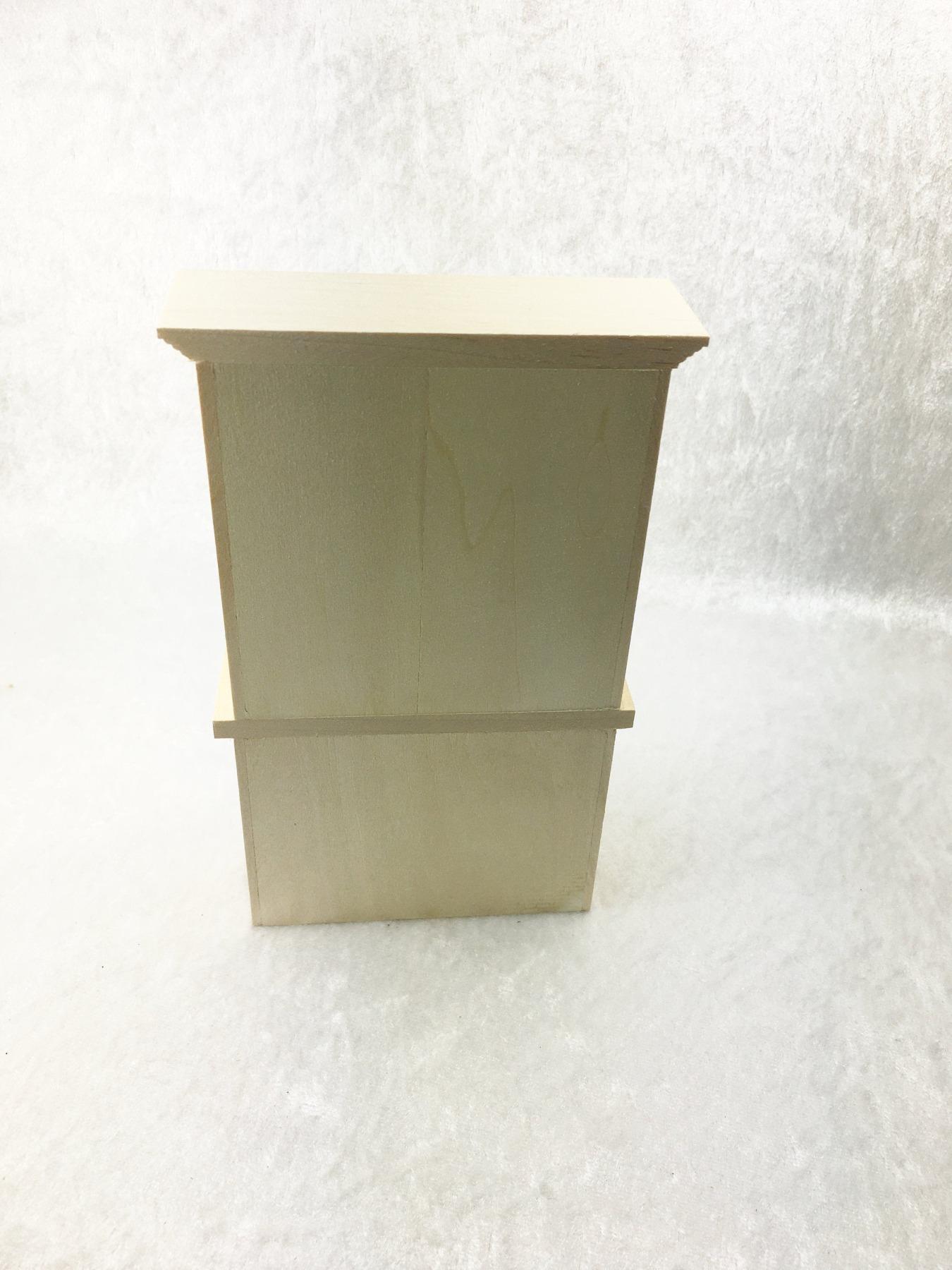 Küchenschrank mit drei Türen für die