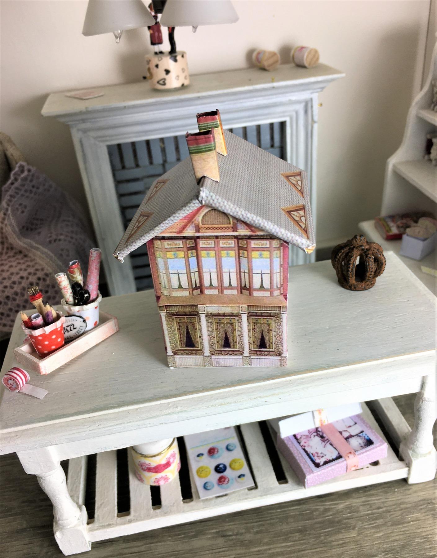 Viktoranisches Puppenhaus Bastelkit aus Papier in