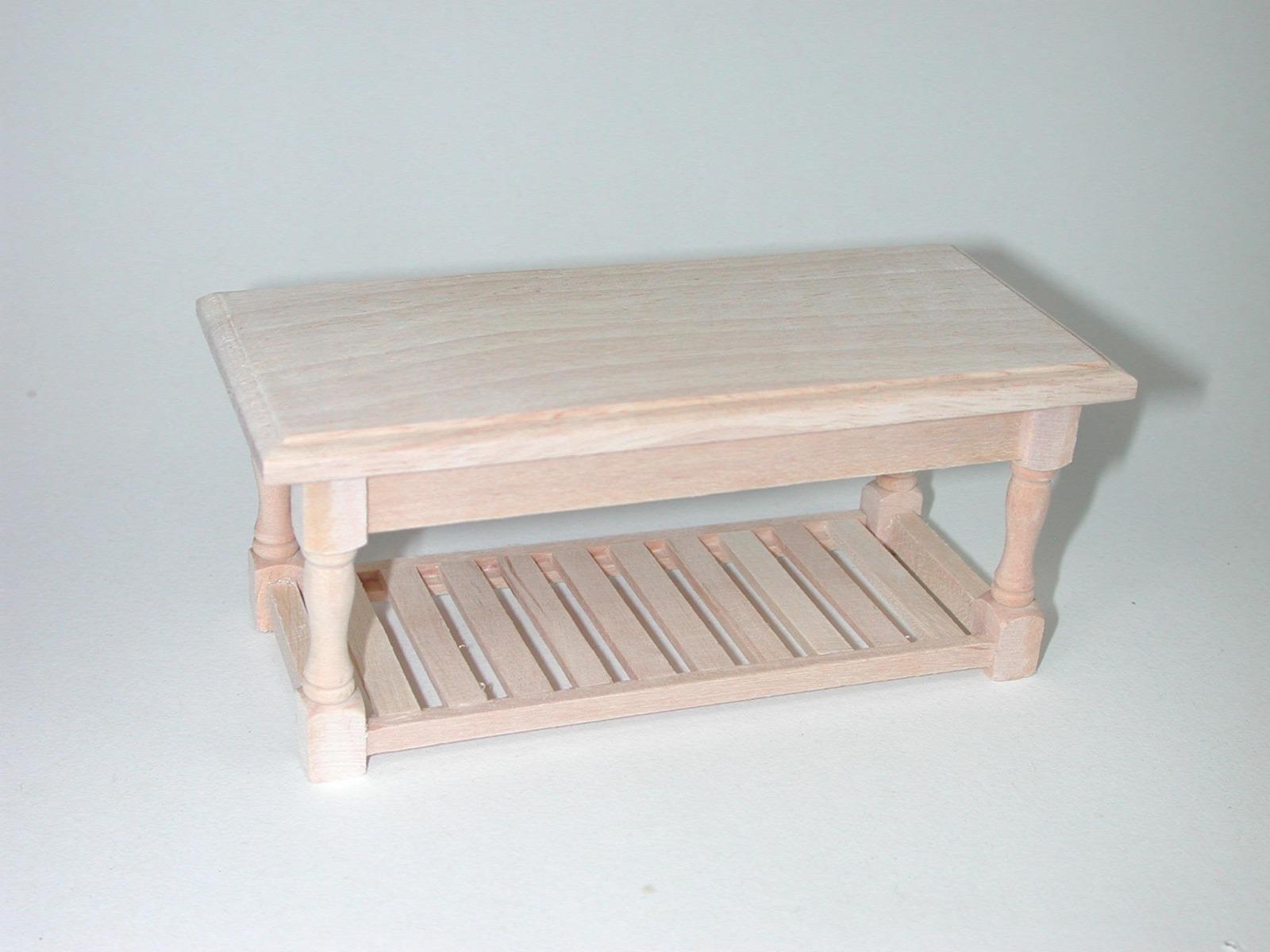 Tisch rustikal mit Brett für die
