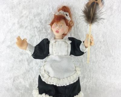 Puppe Dienstmädchen in Miniatur für die