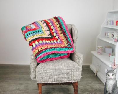 Gehäkelte Decke aus Baumwolle fürs Kinderbett