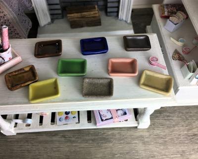Teller aus Keramik glasiert für die