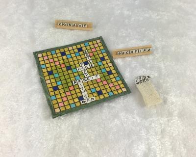 Brettspiel mit Buchstaben für das Kinderzimmer
