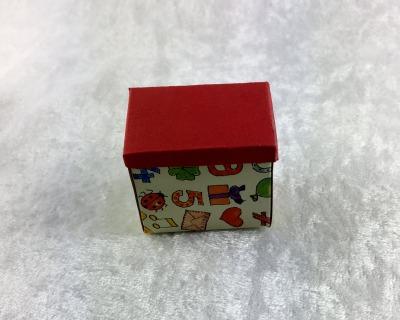 Spielzeugkiste aus Papier für die Puppenstube