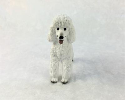 Weißer Königspudel in Miniatur 1:12 Puppenhaus