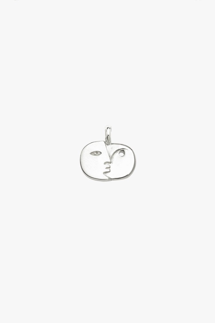 Face sculpture pendant silver